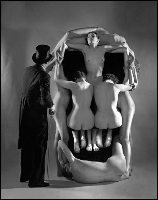 in-voluptas-mors-dali2salvador-dali-women-skull-Philippe-Halsman