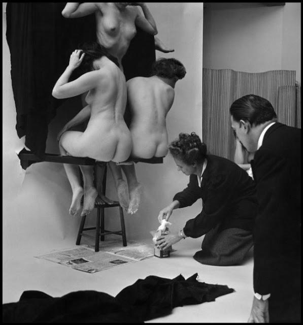 women-naked-dali-skull-salvador-dali-women-skull-Philippe-Halsman