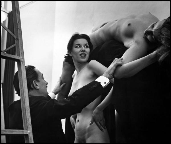 women-naked-skull-dali-salvador-dali-women-skull-Philippe-Halsman